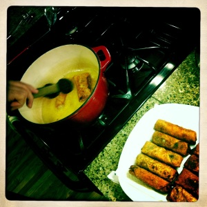lightly frying tea mushroom egg rolls
