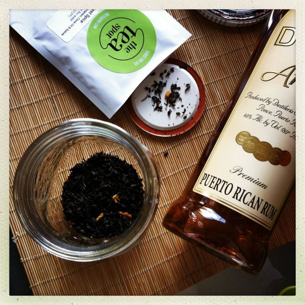 茶点的收获香料茶和陈年朗姆酒