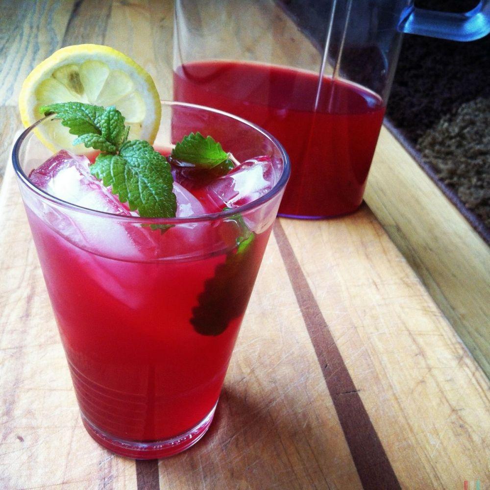 伯爵茶和芙蓉柠檬水