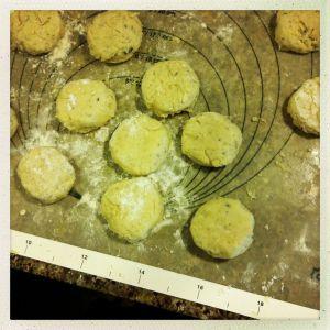 切割薰衣草柠檬烤饼