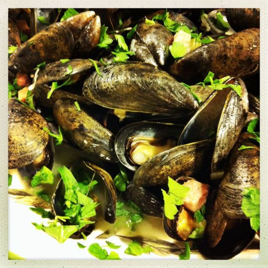 mussels in fennel tea broth