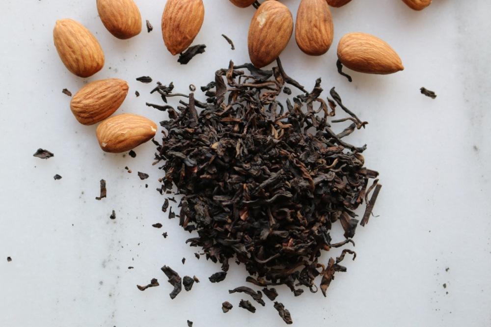 普洱茶和杏仁